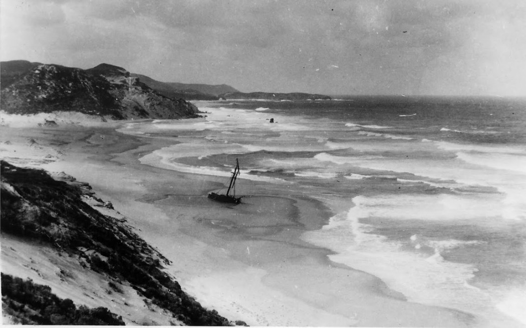 Wreck of the 'Mandalay', Mandalay Beach. Photo taken by Tom Swarbrick c. 1929. Source: WNDHS.